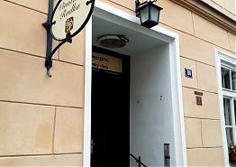 Vchod do vinotéky z Březanovi ulice