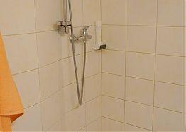 Sprchový kout v koupelně.