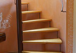 Vstupní schody mezonet.