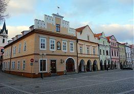 Náměstí v Třeboni s Vratislavským domem